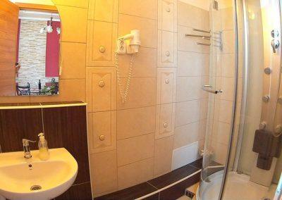 Panorámás 2 hálós apartman fürdő