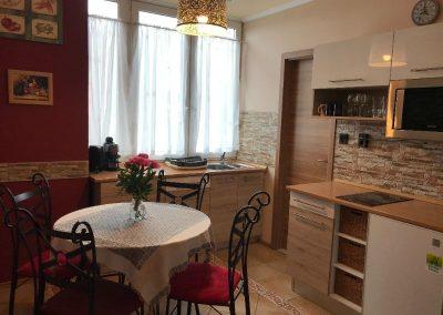 Panorámás, 2 hálószobás apartman, konyha