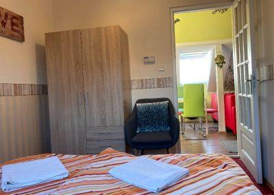 Standard tetőtéri apartman, franciaágyas szoba 2