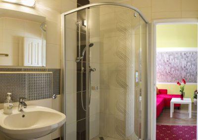 Standard tetőtéri apartman fürdő